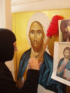 Сестра от манастира изобразява Господ Иисус Христос